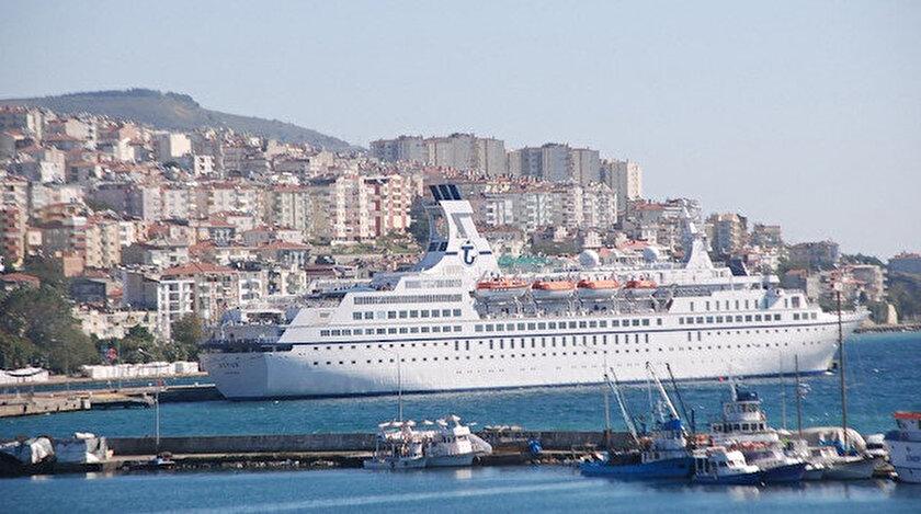 33 yıl önce yapılan Astor isimli gemi genelde zenginler tarafından tatil amaçlı tercih ediliyordu.
