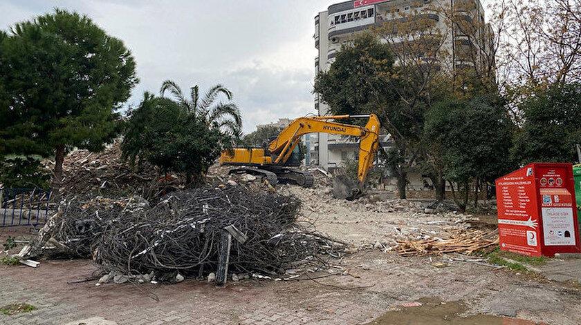 İzmir depremi sonrası yıkılacak bina sayısının 500'den fazla olduğu belirtiliyor.