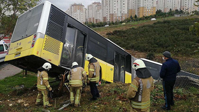 Kaza sırasında otobüste yolcu olmadığı öğrenildi.