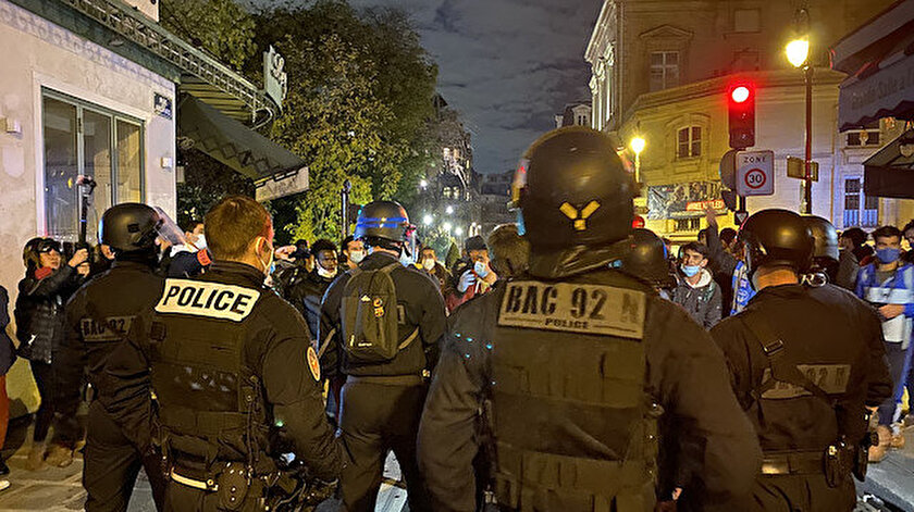 Fransa'da göçmenlerle polis arasında arbede yaşandı.