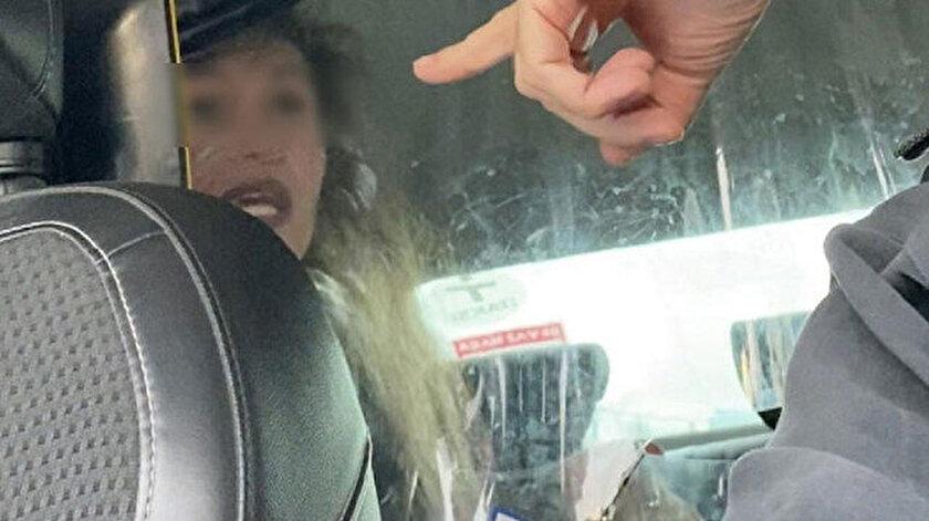 İstanbul'da alkollü kadının taksiciye zor anlar yaşattığı anlar kamerada.