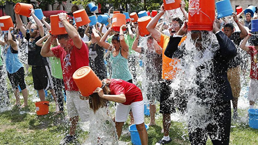 Ice Bucket Challenge kampanyası bir yıl gibi kısa bir sürede tüm dünyaya yayılmıştı.