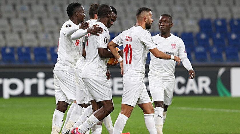 Sivassporlu futbolcuların gol sevinci.