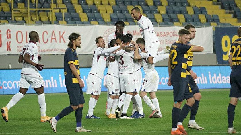Trabzonsporlu futbolcuların gol sevinci.