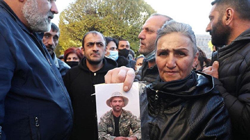 Ermenistan'da kayıp askerlerin aileleri sık sık protesto düzenliyor.