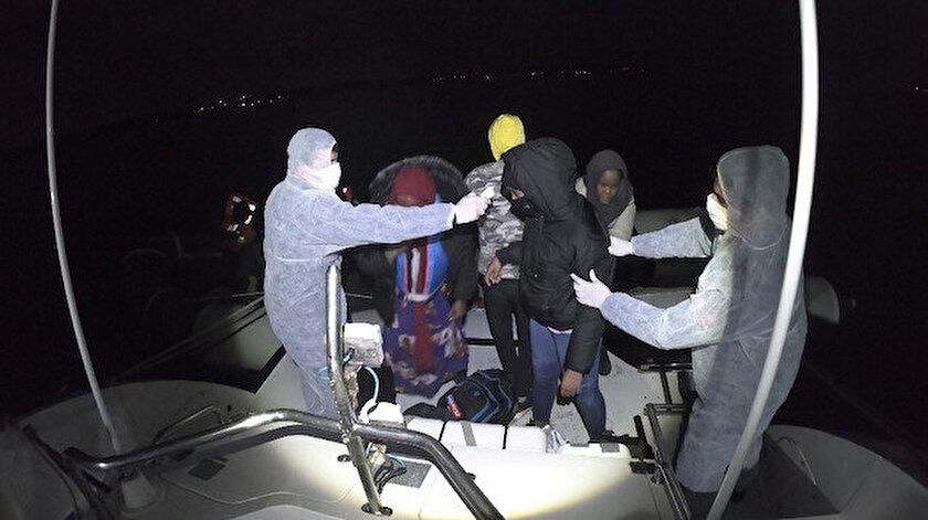Sahil Güvenlik Komutanlığı ekipleri tarafından kurtarılan sığınmacılar.