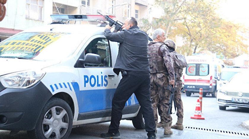 Polisi şehit eden zanlı öldü.