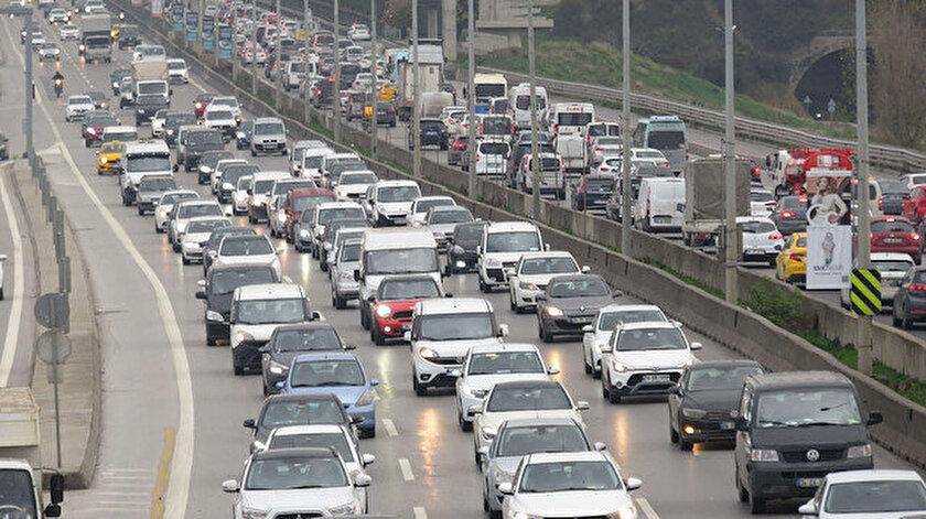 Hafta sonu kısıtlamasına saatler kala İstanbulda trafik kilitlendi