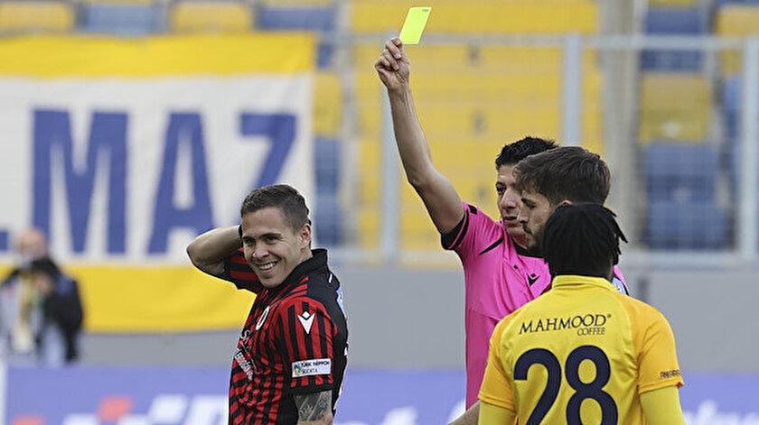 Süper Ligde pek alışık olunmayan durum: Maç sonu hakemleri tebrik etti