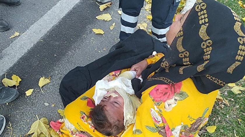 Vücudu yanan çocuğu hastaneye yetiştirmeye çalışırken kaza yaptılar