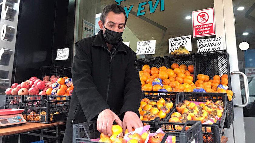 Bozdemir, pandemi nedeniyle kahvehaneler kapatılınca iş yerini manava çevirdi.