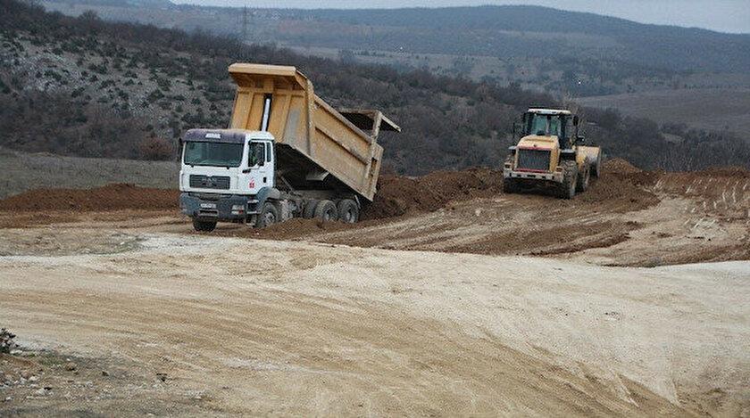 İş makineleri ile maden sahasında başlanılan çalışmalar havadan görüntülenirken, sahada 7/24 3 güvenlik tarafından korunmakta.