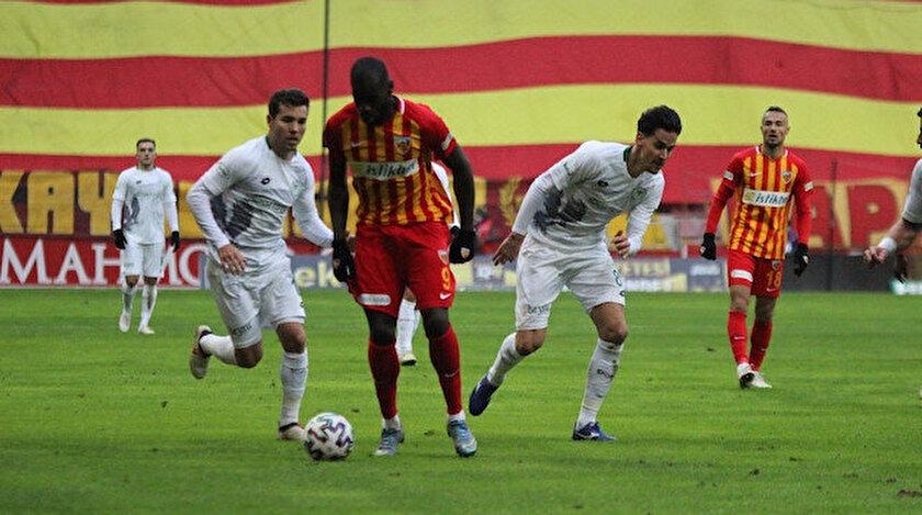 Kayserispor-Konyaspor karşılaşmasından bir kare