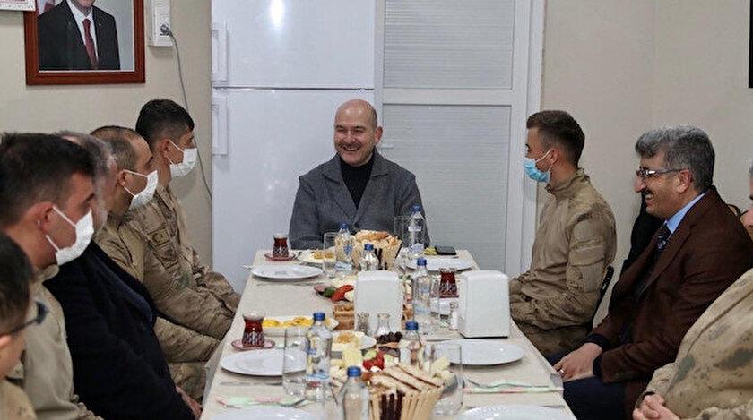 İçişleri Bakanı Soylu yılın ilk kahvaltısını üs bölgesindeki askerlerle yaptı
