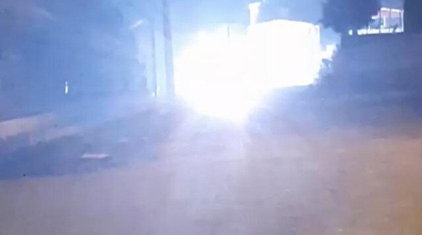 Kablolardan kıvılcımlar ve sesler çıkarken, vatandaşlar durumu polis ekiplerine bildirdi.