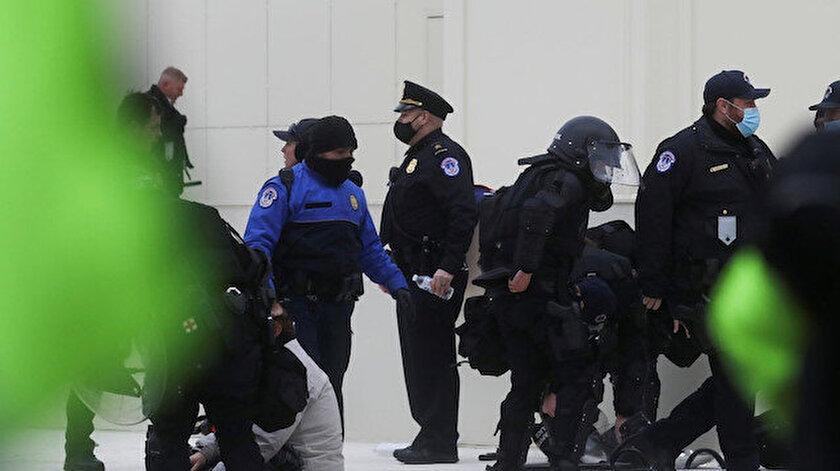 ABD Kongresine yürüyen binlerce gösterici barikatları aşarak kongre binasına girdi.