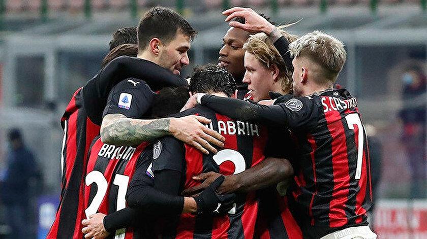 Milanlı futbolcuların gol sevinci.