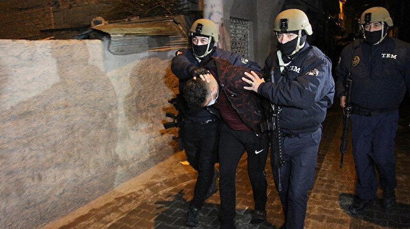 Yapılan operasyonla şüpheliler gözaltına alındı.