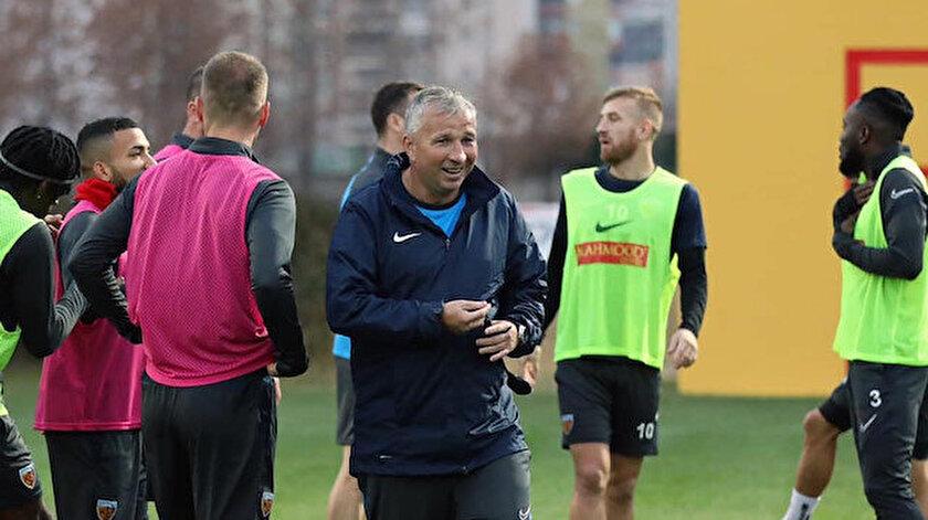 Kayserispor'un yeni hocası Dan Petrescu göreve başladı.