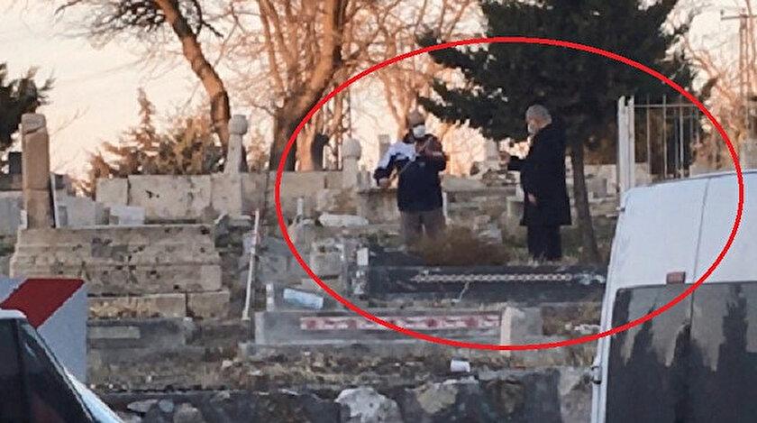 Mezarlıkta keman çalındığını görenler telefonlarına sarıldı.