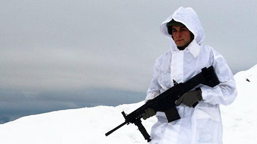 Mehmetçik kar kış demeden görevini sürdürüyor.