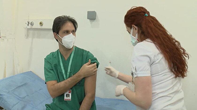 İstanbul'da ilk aşılar sağlık çalışanlarına yapılıyor.