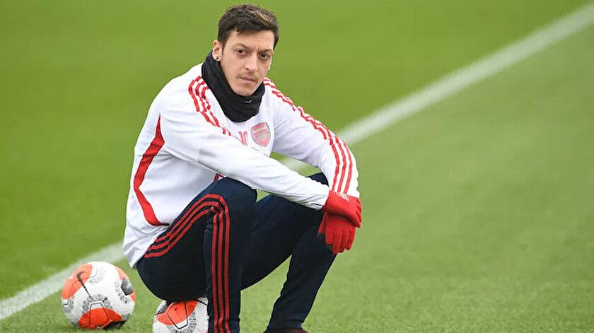 Mesut Özil, Arsenal'de sezon başında kadro dışında kalmıştı.