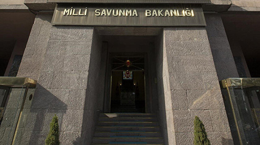 FETÖ ile irtibatlı iki askeri hakim subay, meslekten ihraç edildi