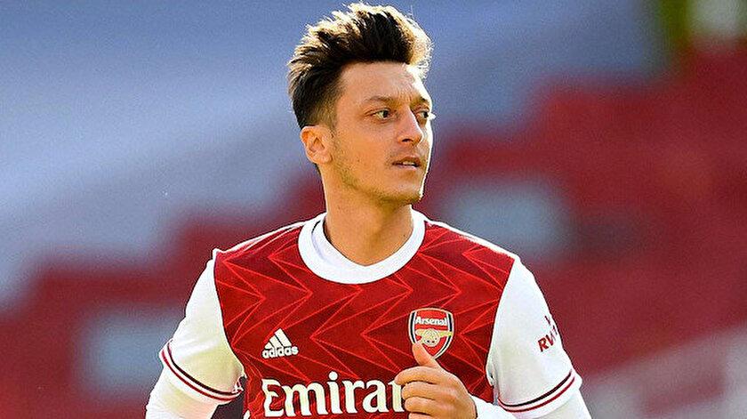 Arsenal formasıyla toplamda 254 maça çıkan Mesut Özil, 44 gol atarken 77 de asist yaptı.