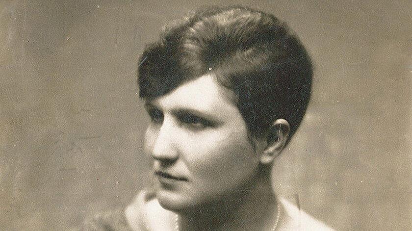 Şukûfe Nihal Hanım'ın (1896-1973) büyük boy fotoğrafı ve yakın dostu Halide Nusret Zorlutuna'ya (1901-1984) yolladığı 8 Kasım 1960 tarihli Osmanlıca mektubu da müzayede satışa sunulmuştur.