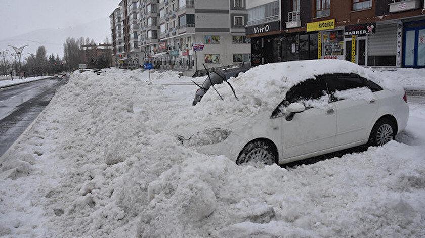Bitliste kar kalınlığı 40 santim: 160 köy yolundan 110u ulaşıma açıldı