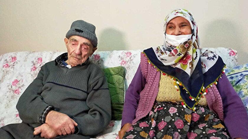 93 yaşındaki Ahmet Topal ile 83 yaşındaki eşi Dilber Topal