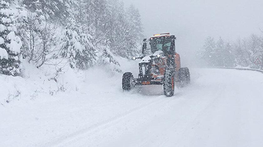 Kastamonuda 95 köy yolu kar nedeniyle ulaşıma kapandı