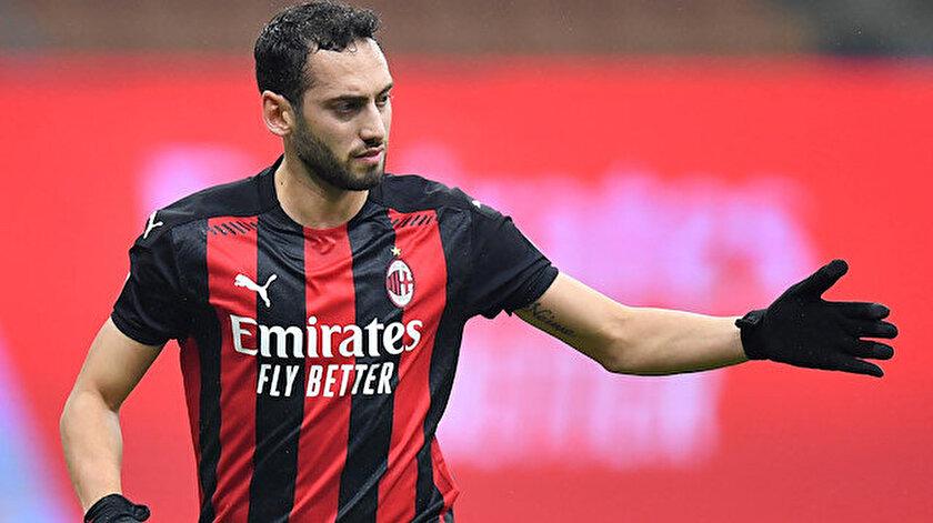Hakan Çalhanoğlu, bu sezon Milan formasıyla çıktığı 24 maçta 6 gol atarken, 9 da asist yaptı.