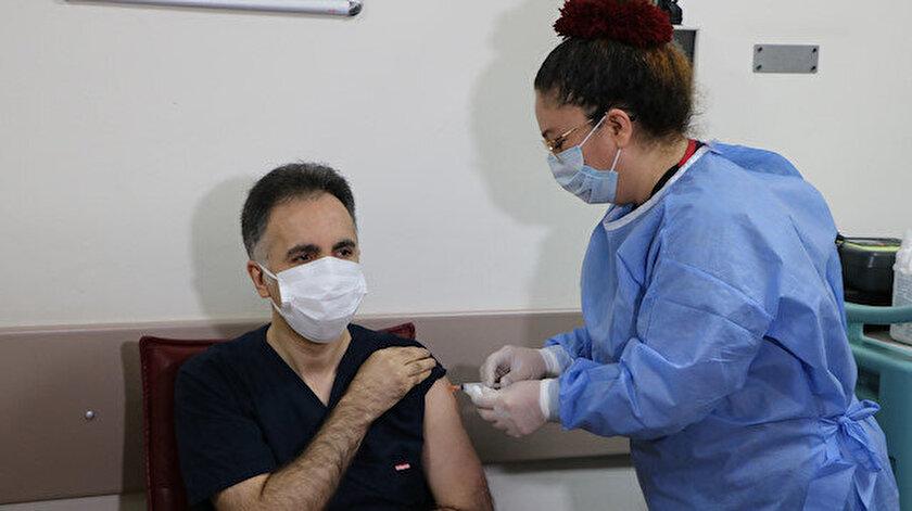 1 milyon 100 bin sağlık çalışanının aşılanmasının ardından ikinci aşamaya geçilecek.