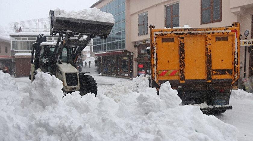 Bitlis kar altında: Her gün 200 kamyon kar şehir dışına taşınıyor