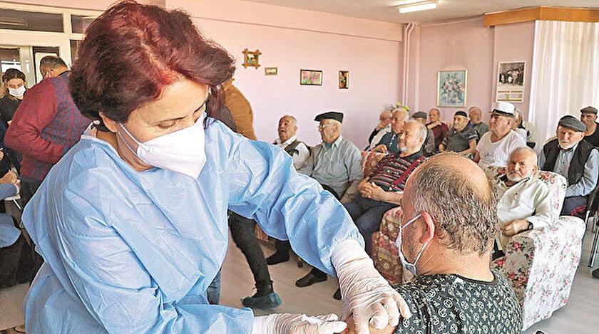 Türkiye'ye 30 Aralık'ta getirilen CoronaVac aşılarının 3 milyon dozluk ilk partisinin depolanma, dağıtım ve uygulama süreçleri sorunsuz ilerledi.