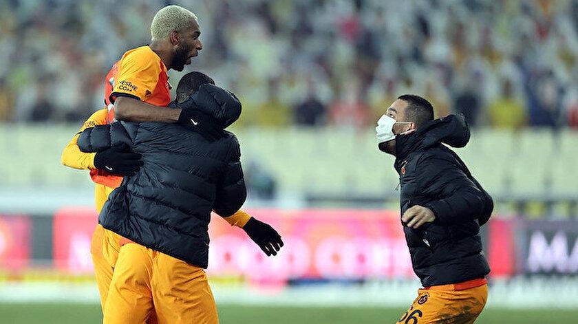 Ryan Babel'in son dakikalarda gelen golü sonrasında yaşanan sevinç.