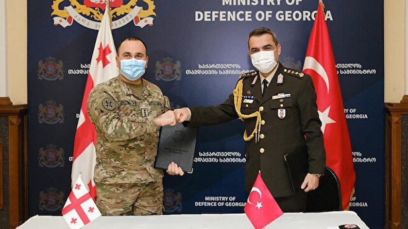 Tiflis'te Savunma Bakanlığında resmi tören düzenlendi.