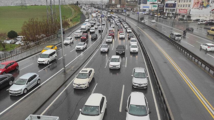 İstanbul'da trafik yoğunluğu sürüyor.