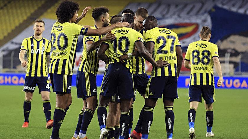 Fenerbahçeli futbolcuların gol sevinci.