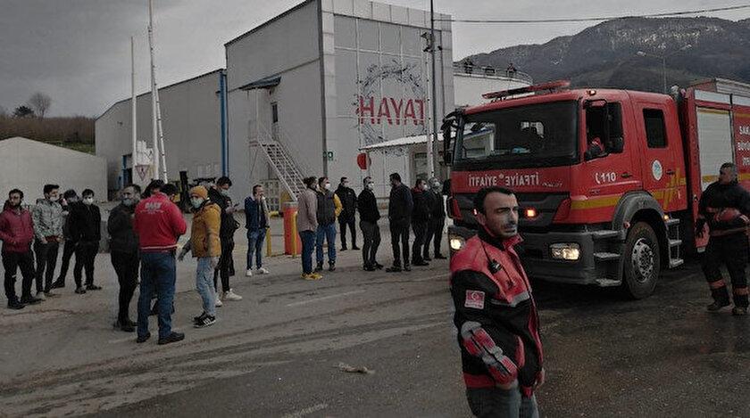 Ekipler, Sakarya'daki patlama bölgesinde patlamanın nedenini araştırıyor.
