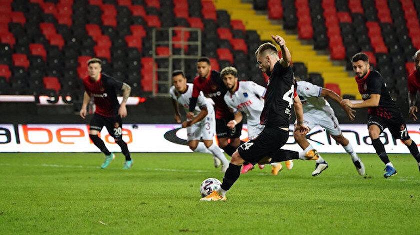 Süper Ligin ilk yarısında en fazla hangi takıma penaltı çalındı?