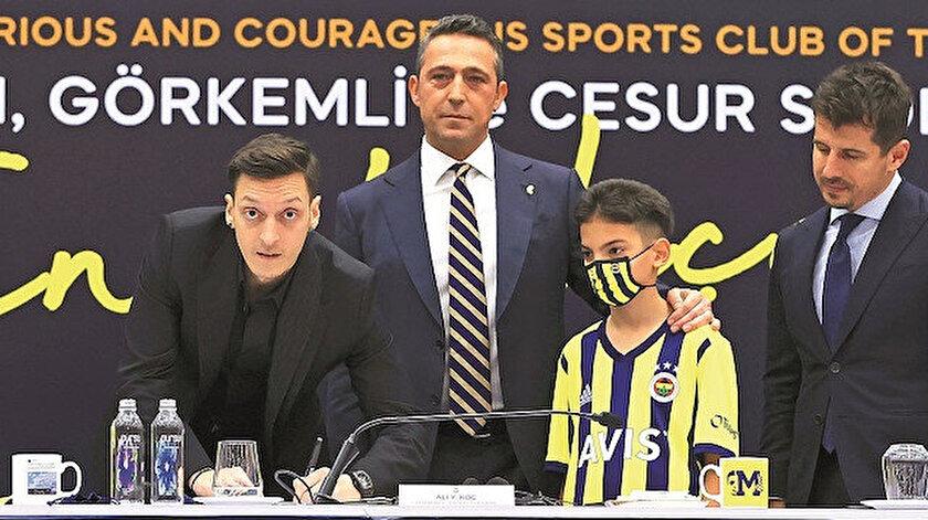 Sarı-lacivertli takımla 3.5 yıllık sözleşme imzalayan yıldız futbolcunun imza törenine çok yoğun ilgi gösterildi.