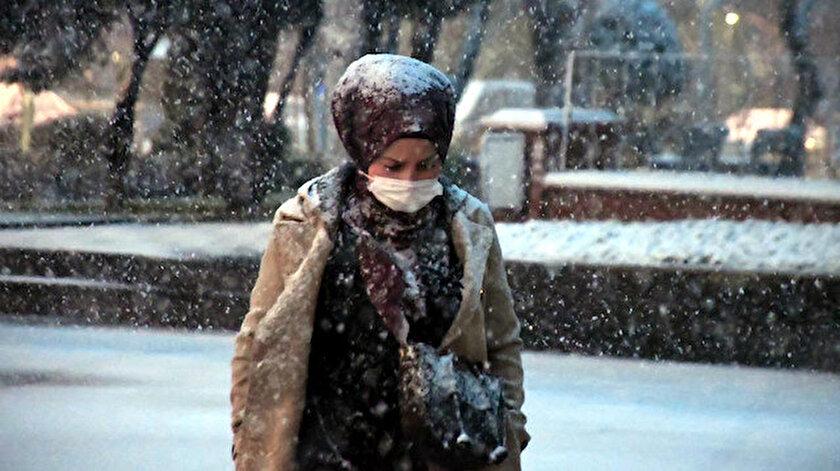 İstanbul'da kar yağışı başladı.