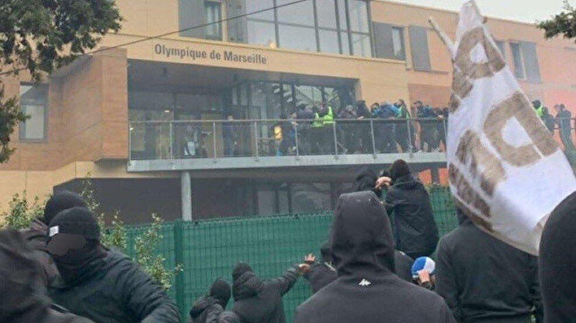 Fransız taraftarlar Marsilyanın tesislerine saldırdı: Alvaro Gonzalez yaralandı