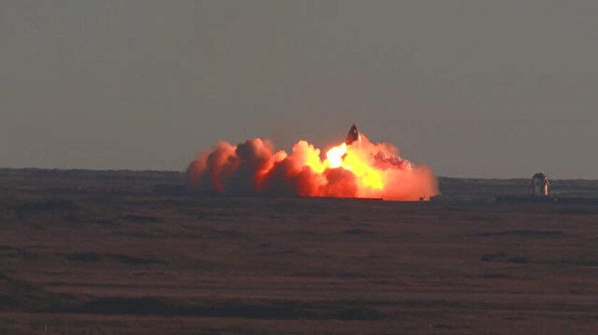 SpaceX'in Starship uzay aracı dünyaya inişi sırasında patladı
