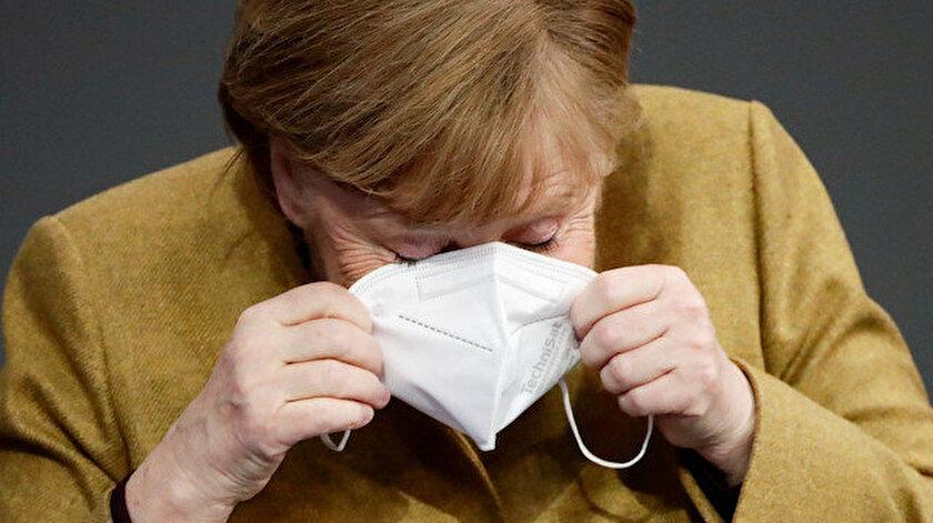 Merkelin maske paniği
