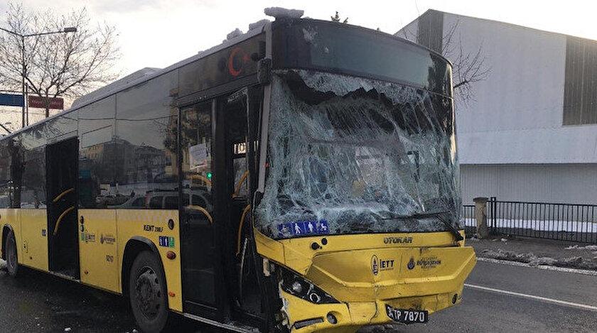 İstanbulda İETT otobüsü servis minibüsüyle çarpıştı: 7 kişi yaralandı