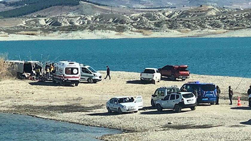 Araç içerisindeki Kamuran İzol (12), Mustafa Kılıç (47) ile Hayriye Albers'in (50) yaşamını yitirdiği belirlendi.